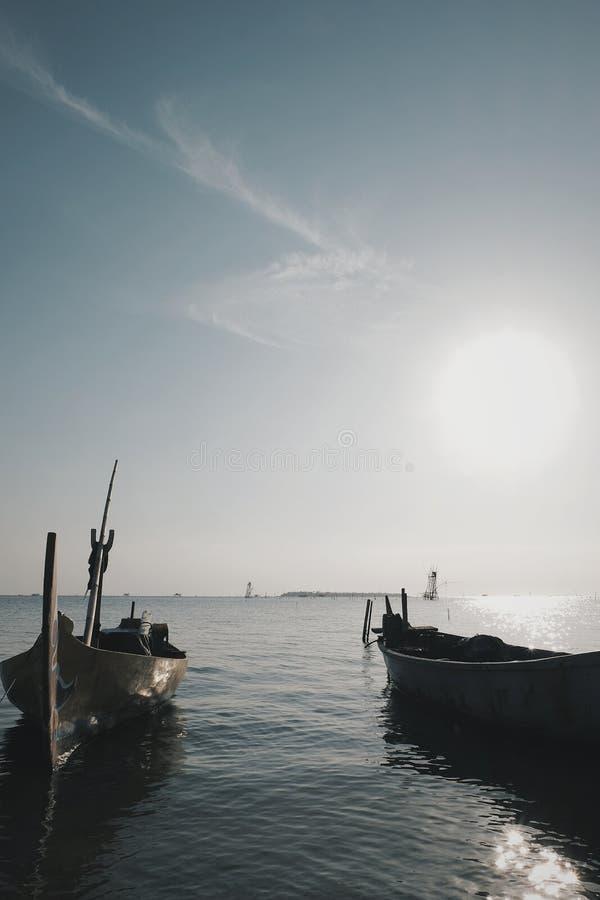 Dois barcos vazios imagens de stock