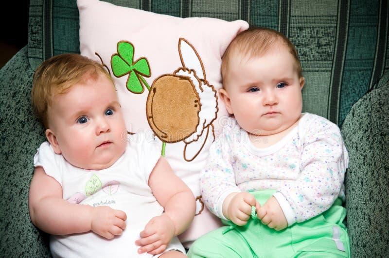 Dois bebês fotos de stock royalty free