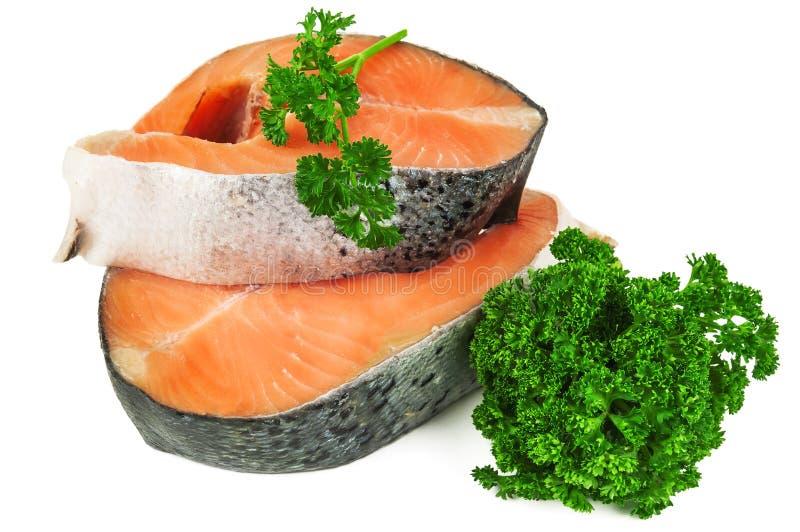 Dois bifes salmon crus imagem de stock