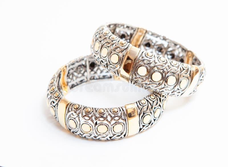 Dois braceletes do ouro branco fotos de stock