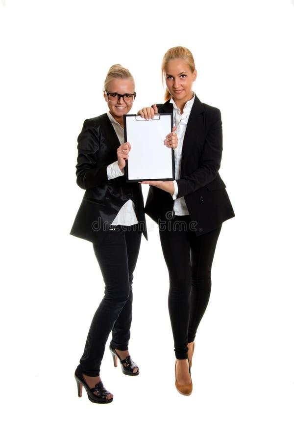 Dois businesswomans com dobrador, foto no estúdio imagens de stock
