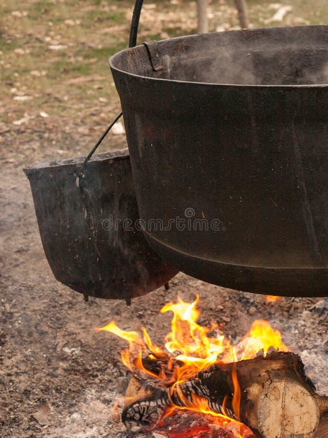 Dois caldeirões pretos imagens de stock royalty free