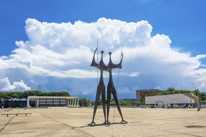 Dois Candangos monument i Brasilia, Brasilien royaltyfri fotografi