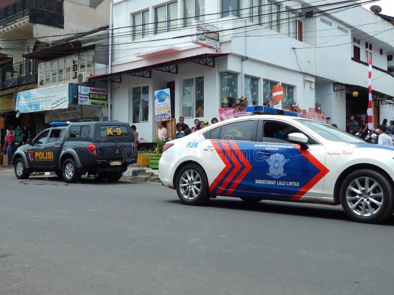 dois carros de polícia de Indonésia imagem de stock royalty free