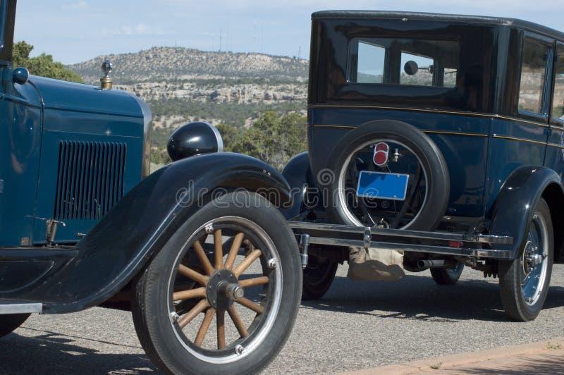 Dois carros velhos fotografia de stock royalty free
