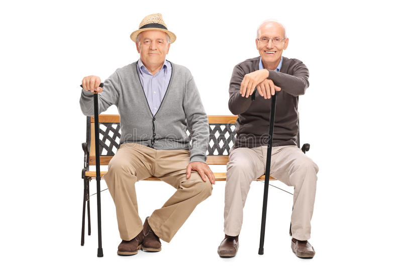 Dois cavalheiros superiores que sentam-se em um banco imagens de stock royalty free