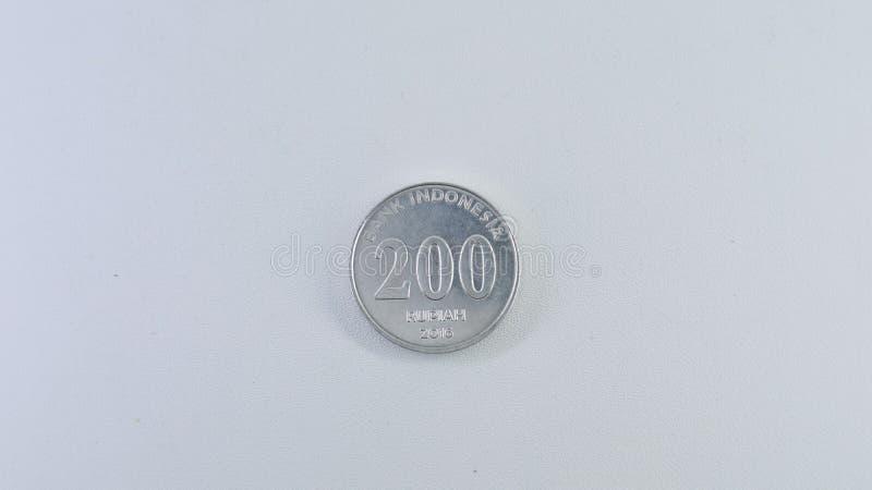 Dois cem moedas isoladas no fundo branco fotografia de stock royalty free