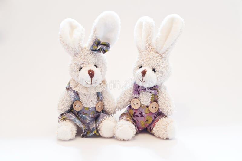 Dois coelhos do brinquedo fotografia de stock royalty free