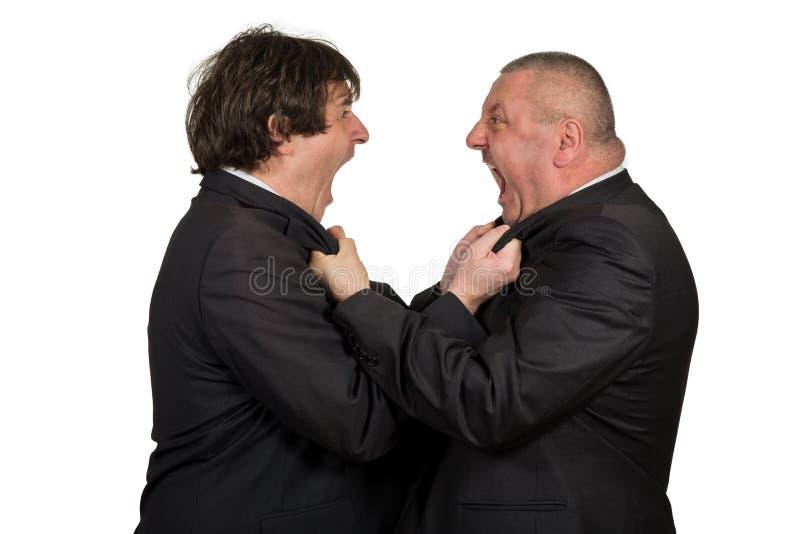Dois colegas irritados do negócio durante um argumento, isolado no fundo branco imagem de stock