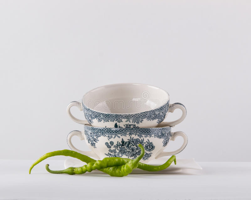 Dois copos da sopa fotos de stock royalty free