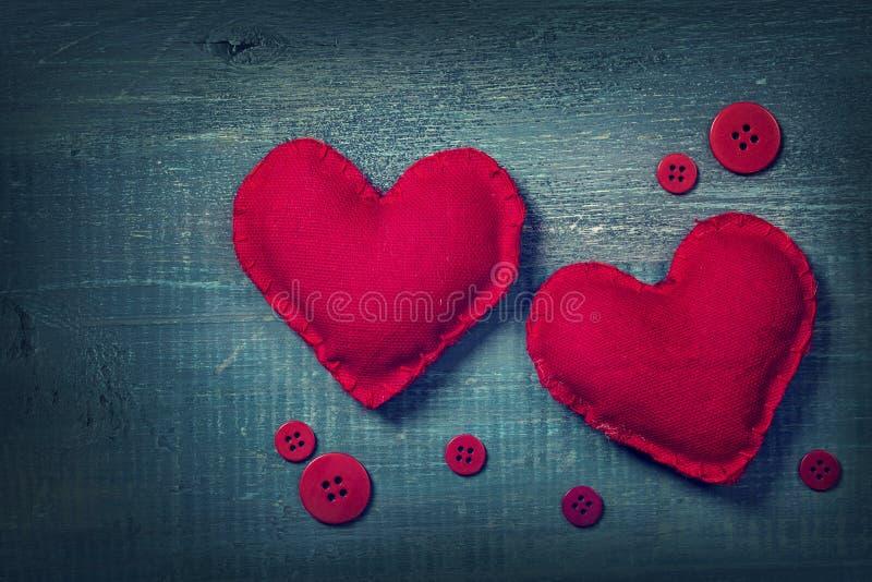 Download Dois corações foto de stock. Imagem de escuro, tela, vintage - 65576076
