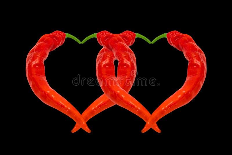 Dois corações compostos de pimentas de pimentão encarnados fotos de stock royalty free