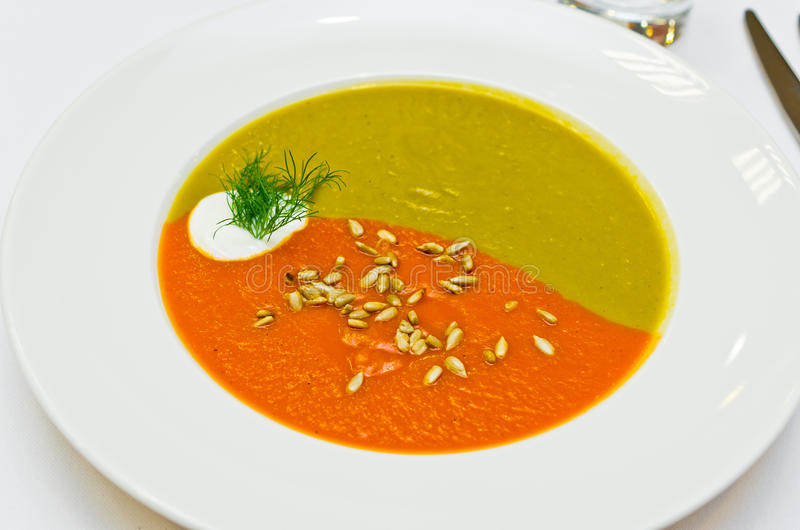 Dois cremosos sopa colorida imagens de stock