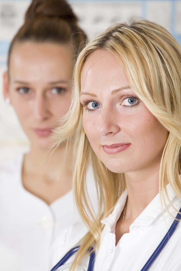 Dois doutores das mulheres fotos de stock
