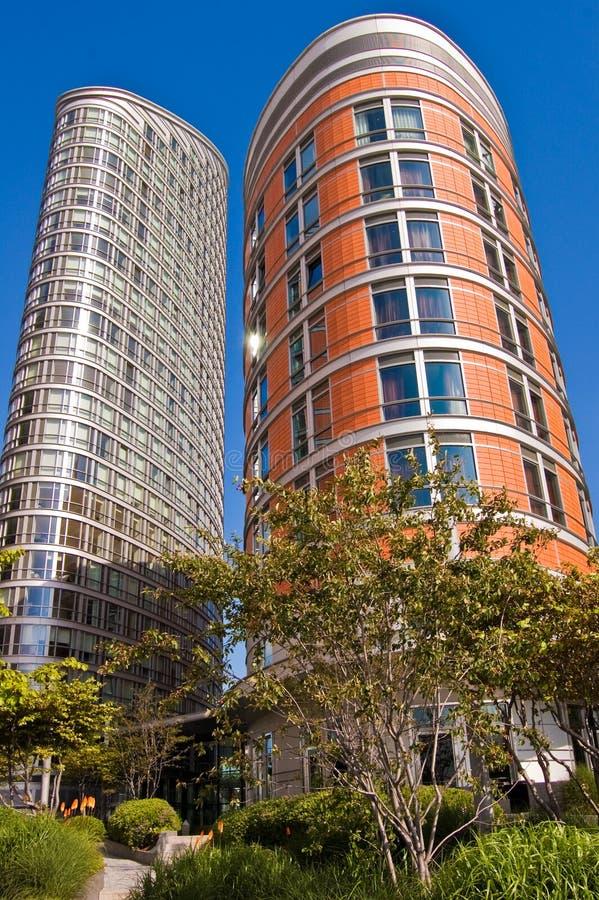 Dois edifícios altos foto de stock