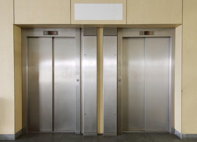 Dois elevadores fotografia de stock