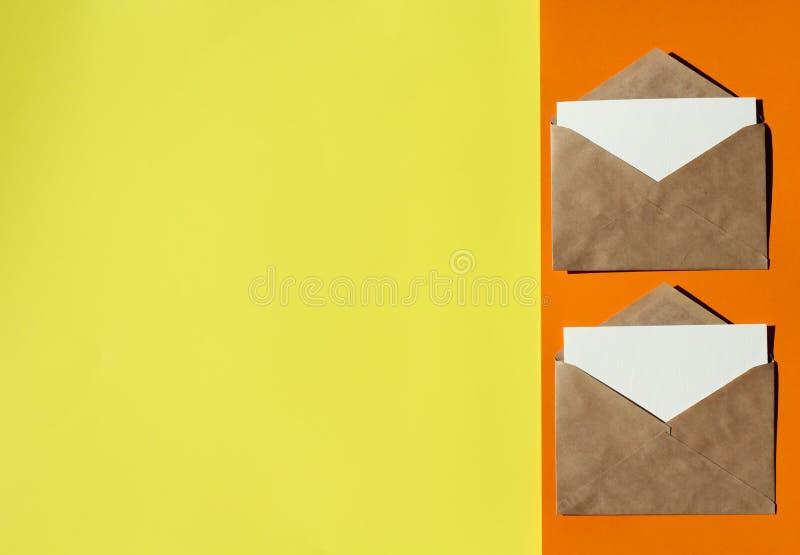 Dois envelopes em um fundo colorido imagem de stock royalty free