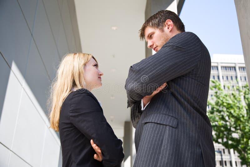 Dois executivos caucasianos irritados fotografia de stock royalty free