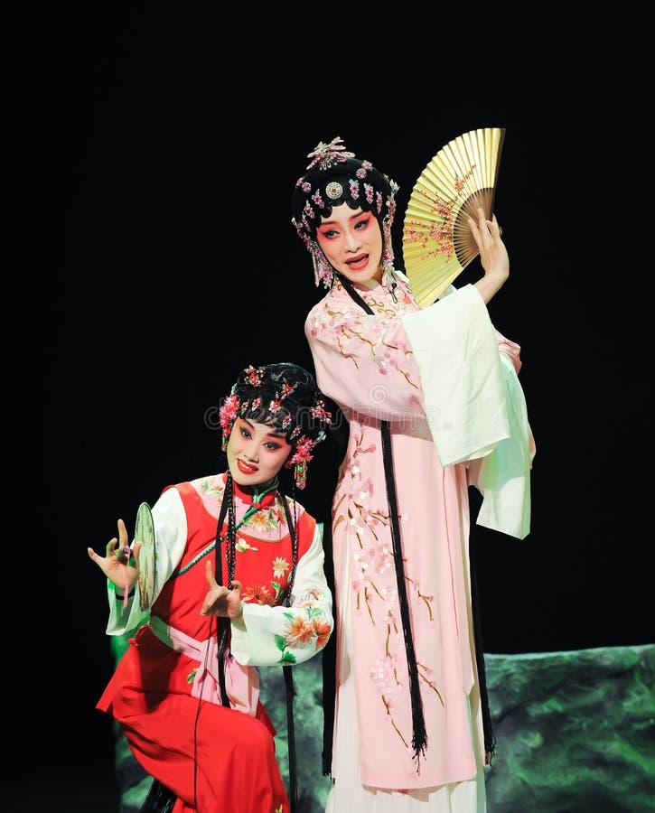 Dois executores fêmeas da ópera de beijing fotografia de stock royalty free
