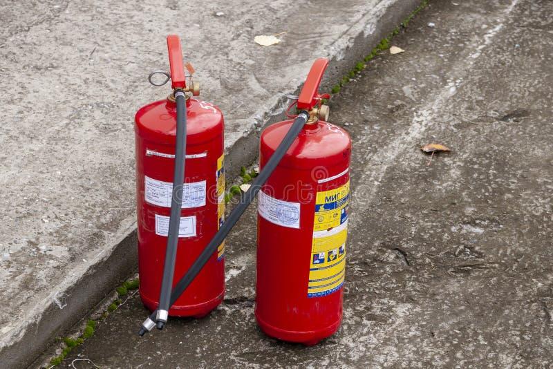 Dois extintores operacionais imagens de stock royalty free