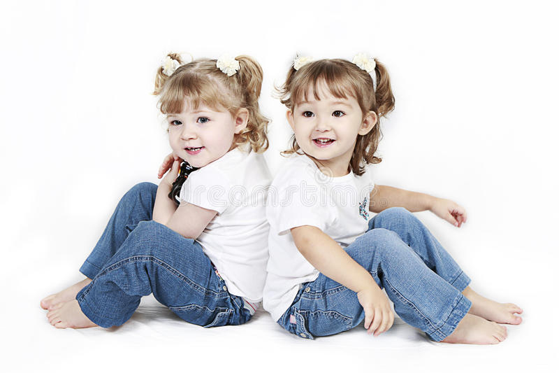 Dois gêmeos prées-escolar felizes fotografia de stock royalty free