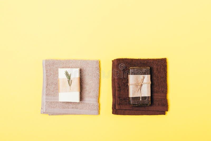 Dois grupos da higiene de barras orgânicas do sabão imagens de stock royalty free