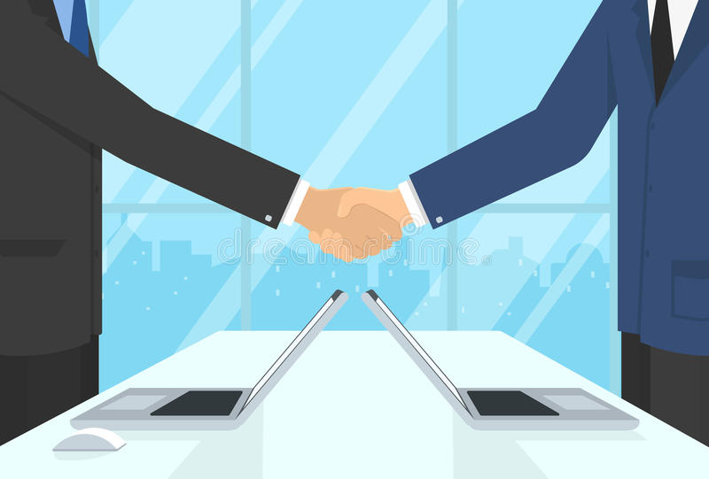 Dois homens de negócios que vestem ternos e que ficam no escritório fazem o aperto de mão ilustração royalty free