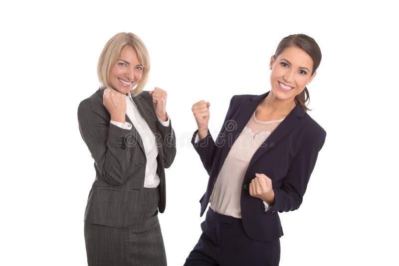 Dois isolaram a mulher bem sucedida que trabalha em uma equipe Portra isolado fotos de stock royalty free