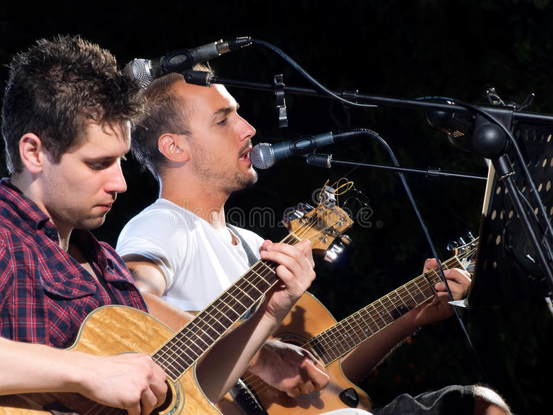 Dois jogadores de guitarra imagens de stock royalty free