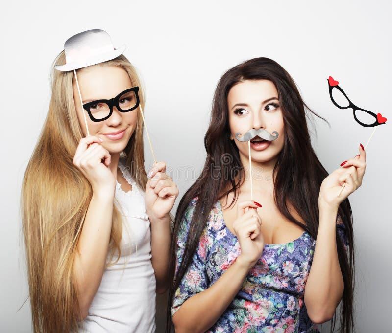 Dois melhores amigos 'sexy' à moda das meninas prontos para o partido fotos de stock royalty free