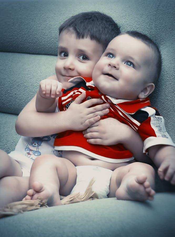 Dois miúdos bonitos fotos de stock