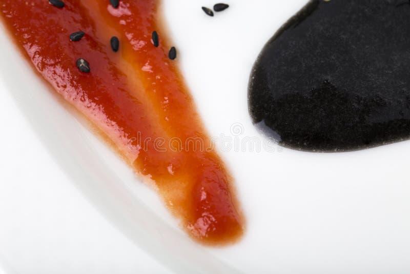 Dois molhos deliciosos em uma placa imagem de stock royalty free