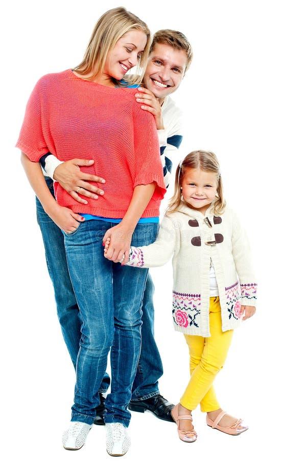 Dois pais novos com filha bonita imagens de stock royalty free