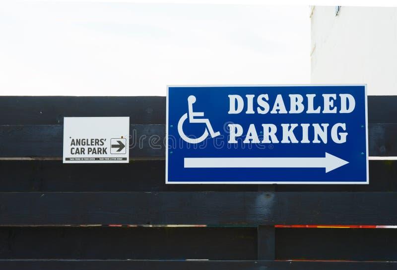 Dois parques de estacionamento, pescadores e incapacitado imagens de stock