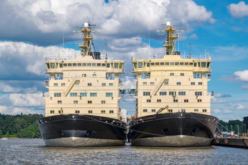 Dois quebra-gelo Helsínquia, Finlandia, UE foto de stock