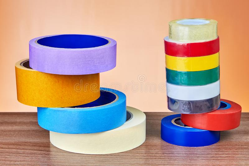 Dois rolos coloridos das pilhas da fita adesiva imagem de stock