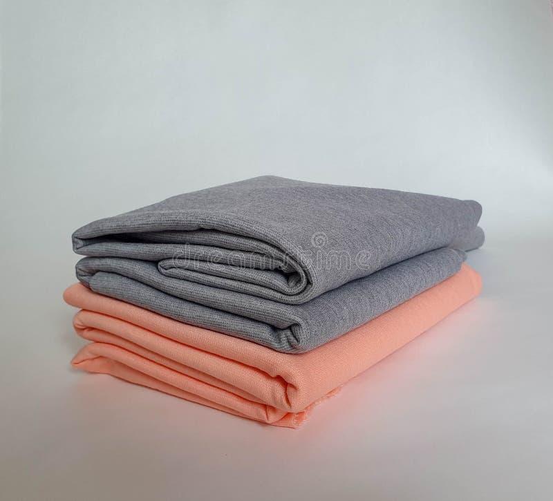 Dois rolos do pêssego e de cores cinzentas, brandamente imagem de stock