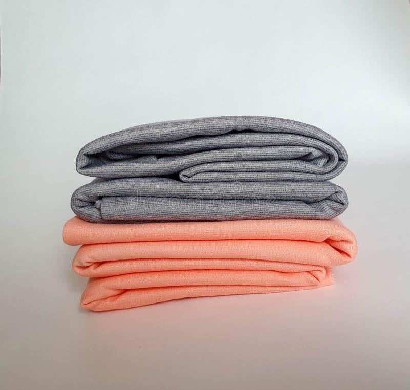 Dois rolos do pêssego e de cores cinzentas, brandamente fotografia de stock