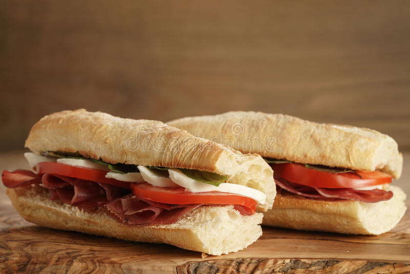 Dois sanduíches italianos caseiros com bresaola e mussarela foto de stock royalty free