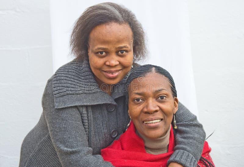 Dois sul - amigos de senhora africanos. imagem de stock royalty free