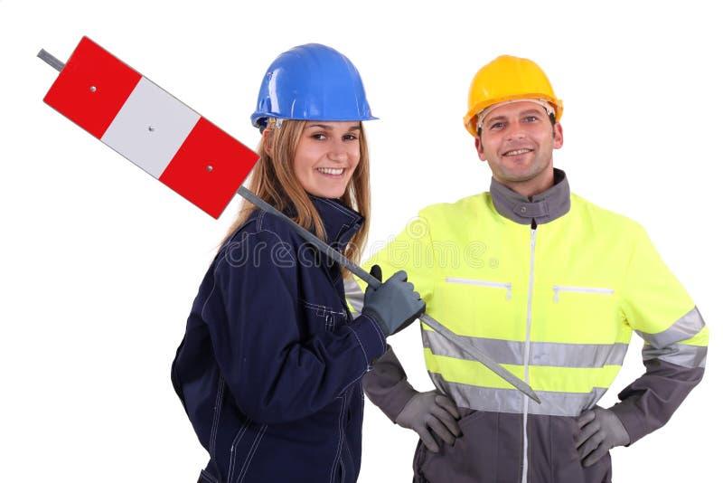 Dois trabalhadores da construção imagens de stock royalty free