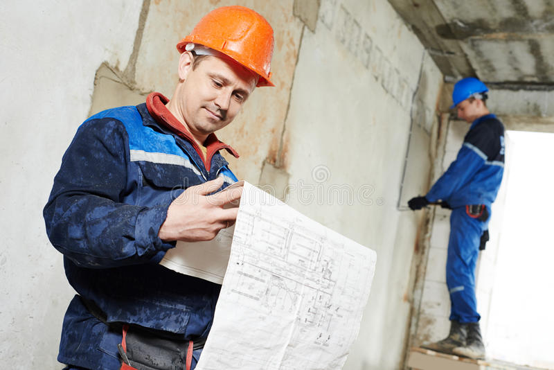 Dois trabalhadores do eletricista imagem de stock royalty free