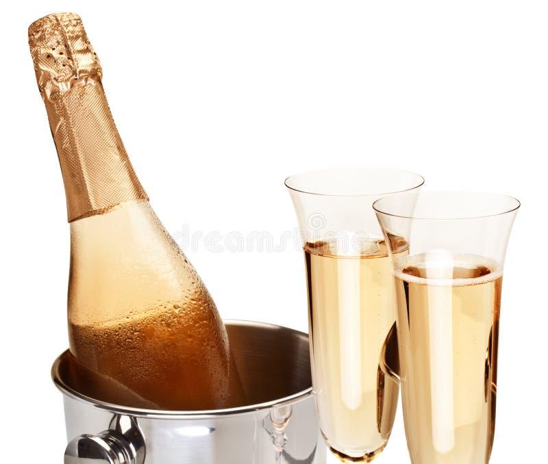 Download Dois Vidros Do Champanhe Com Frasco. Foto de Stock - Imagem de festive, partido: 26510474