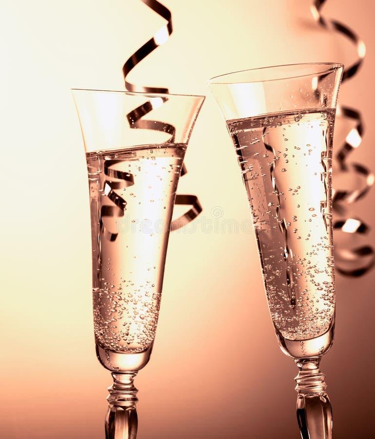 Dois vidros do champanhe Símbolo da celebração do ano novo ou do Natal fotos de stock