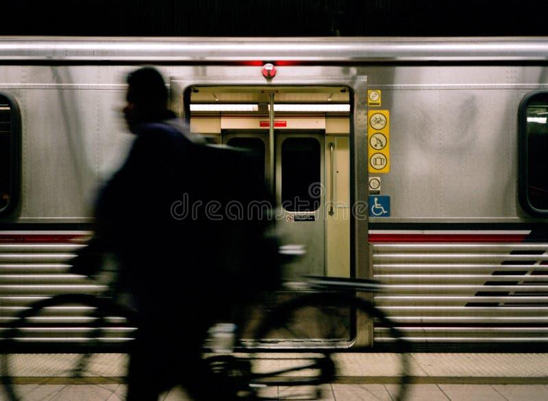 Dojeżdżającego cyklista na losu angeles metrze fotografia stock