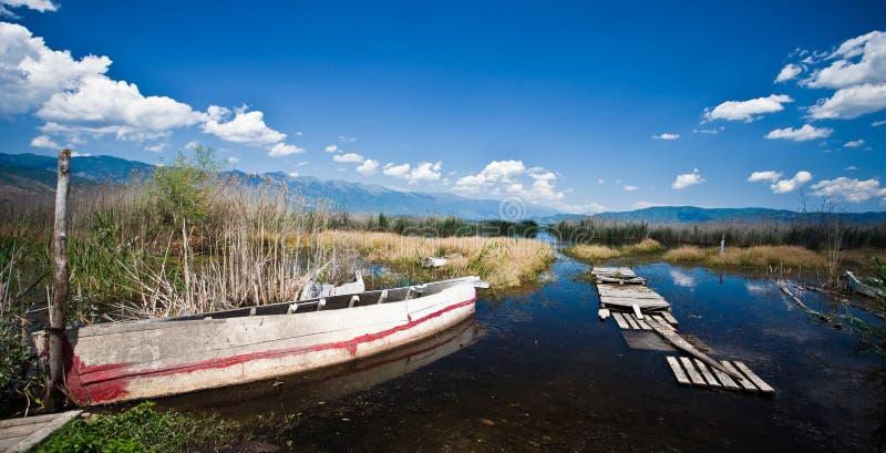 dojran zakotwiczający łódkowaty jezioro Macedonia zdjęcie royalty free