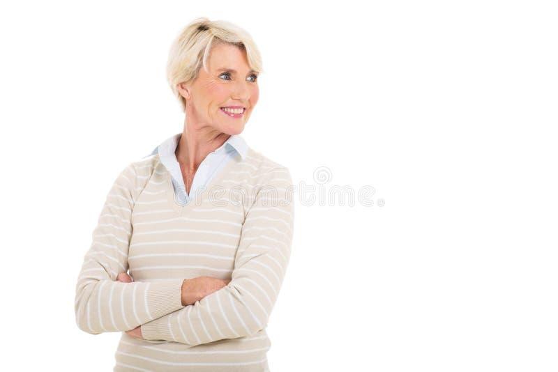Dojrzała kobieta patrzeje daleko od zdjęcia stock
