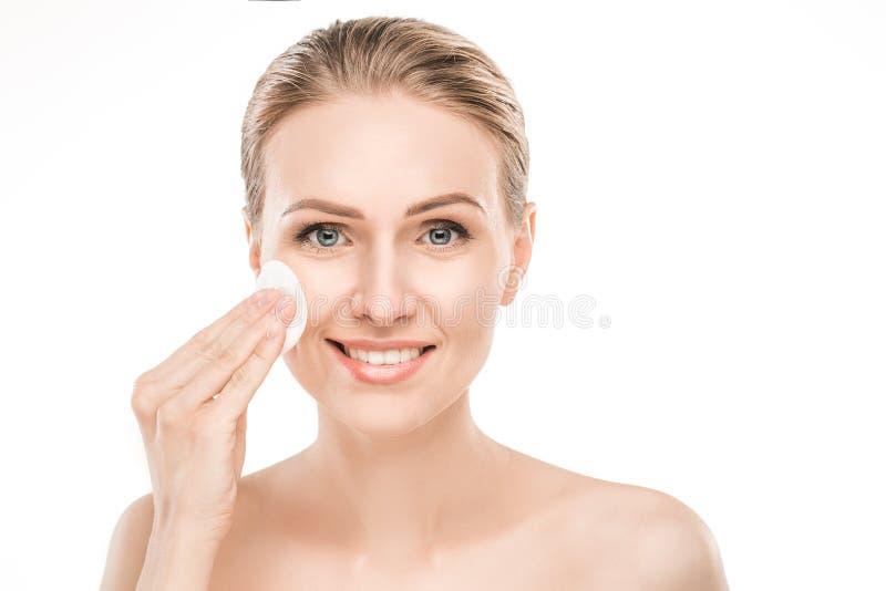 Dojrzała kobiety piękna opieka zdrowotna odizolowywająca na bielu fotografia stock