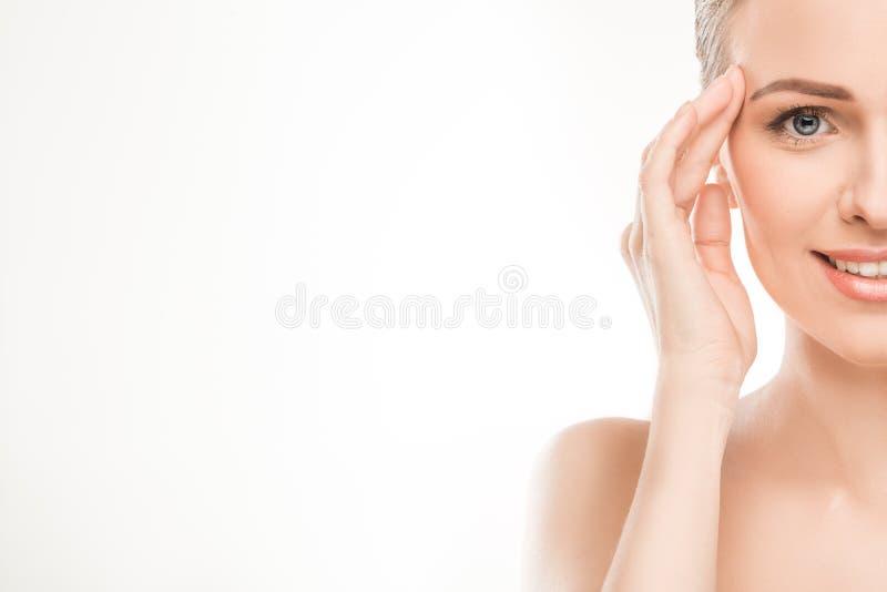 Dojrzała kobiety piękna opieka zdrowotna odizolowywająca na bielu obrazy royalty free