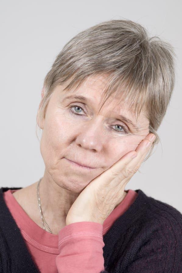 dojrzała smutna starsza kobieta fotografia royalty free